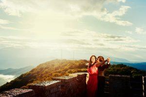 Чем женщина старше, тем мужчина счастливее?