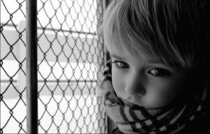 Сын не умеет общаться с детьми, боится проигрывать