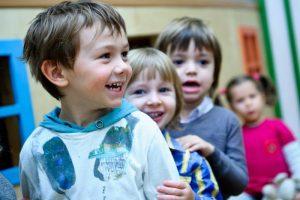 Детские игры учат слышать друг друга