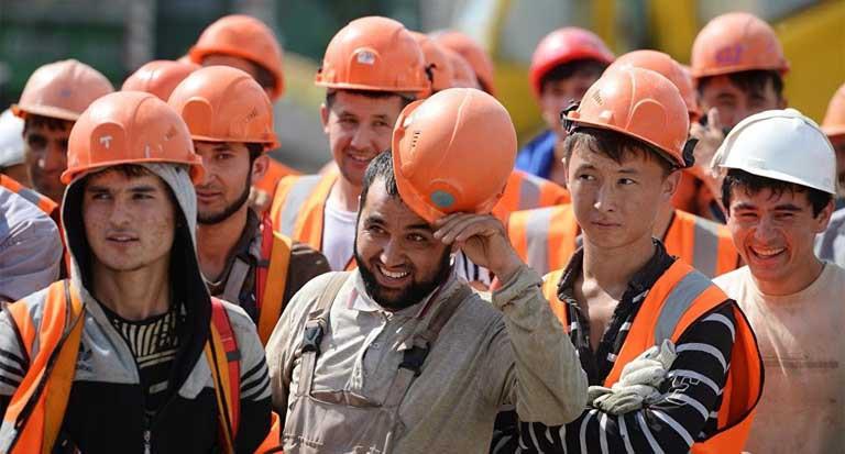 психология массовой паники. рабочие в оранжевых касках объединяются